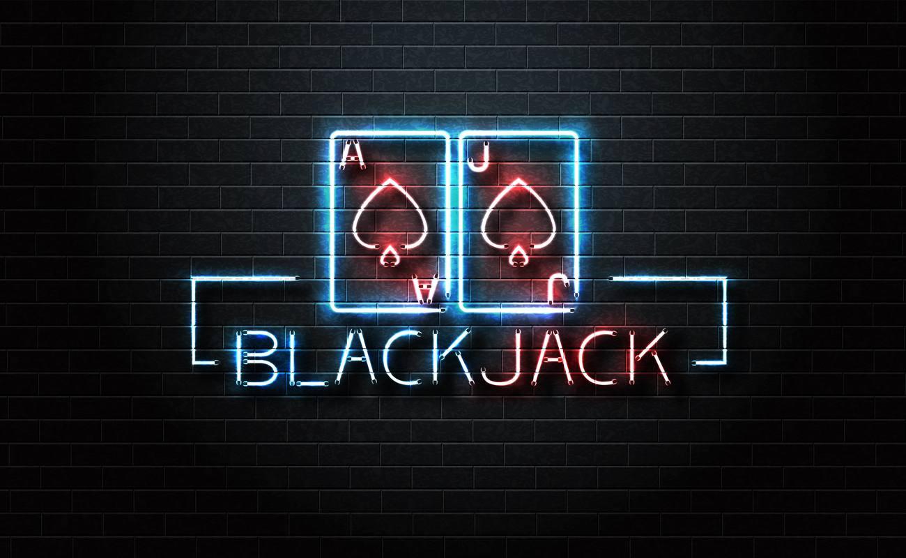Tanda neon Blackjack dengan warna biru dan merah