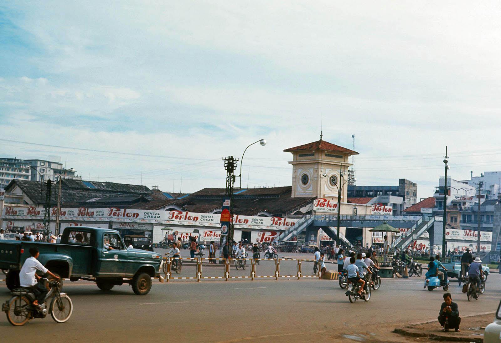 60 tấm ảnh màu đẹp nhất của đường phố Saigon thập niên 1960-1970 - 45