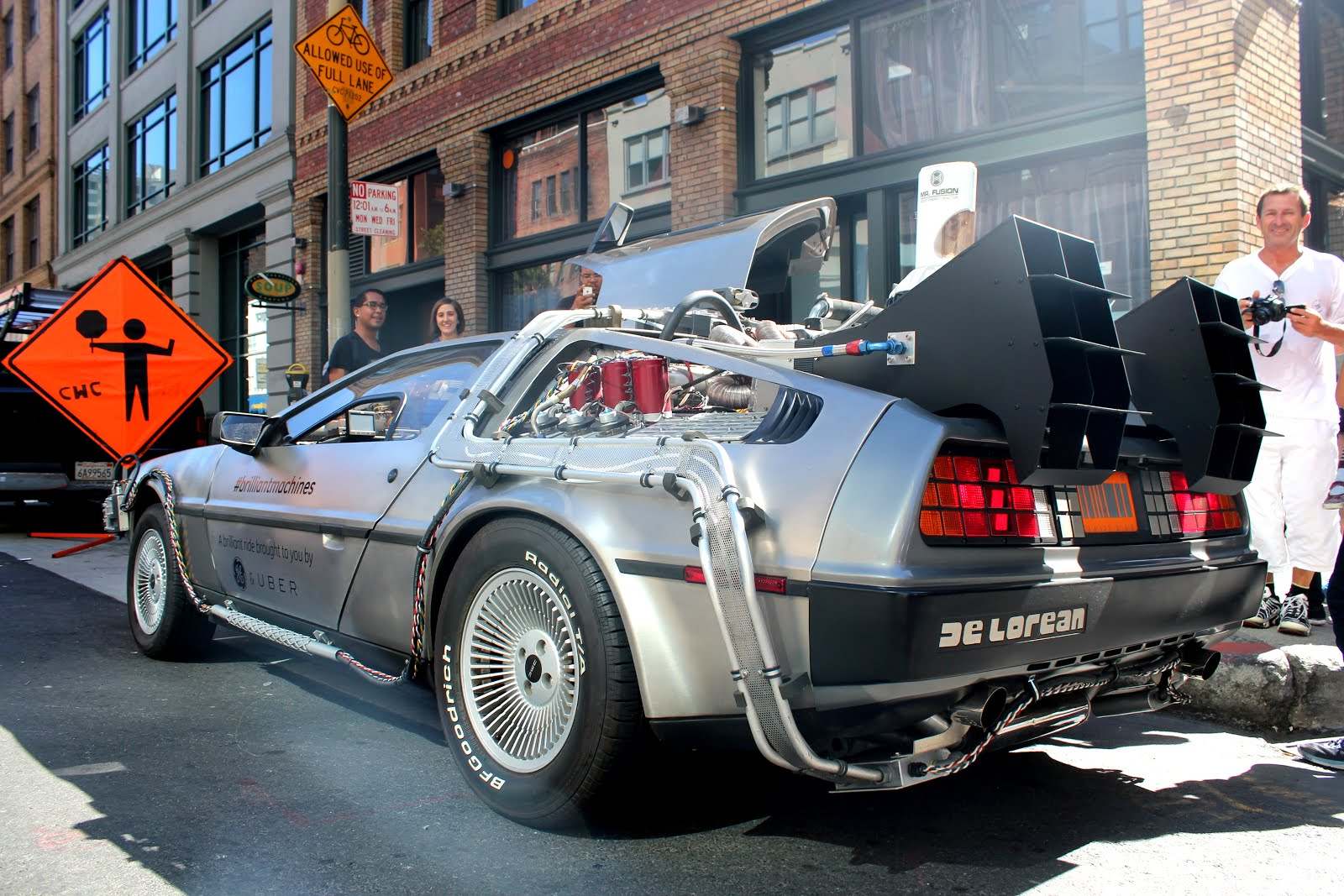 Delorean_DMC-12_Time_Machine_in_San_Francisco.JPG