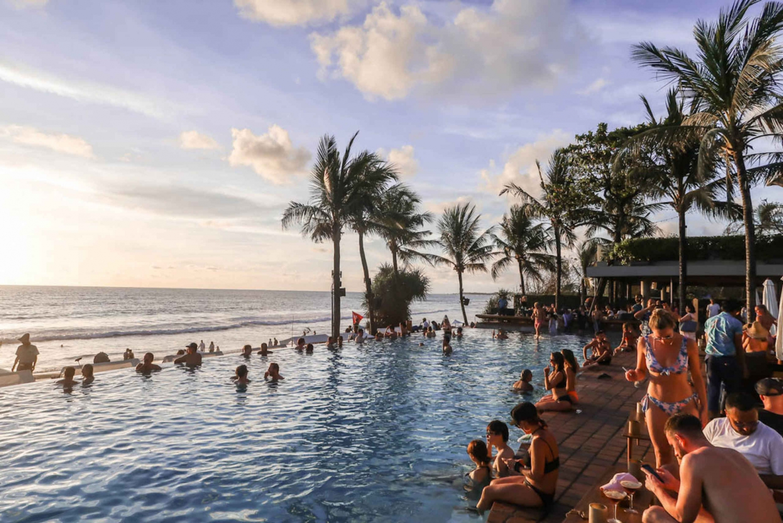 Potato Head Beach Club Bali - infinity pool