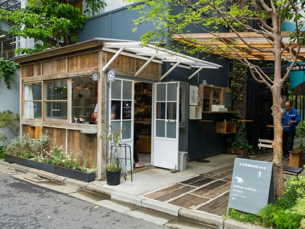 Quán cafe với không gian sân vườn