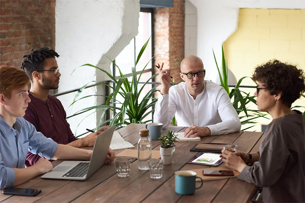 Retail analysts discussing data analytics at a meeting