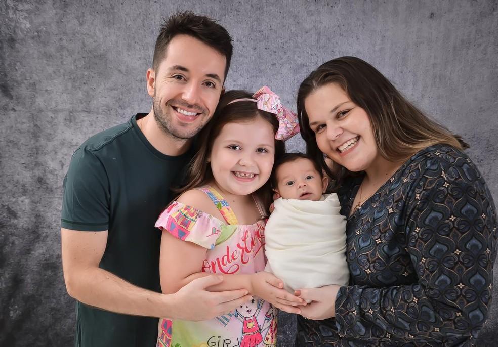 Família comemorou o resultado dos exames — Foto: Tatila Menegali/Arquivo Pessoal