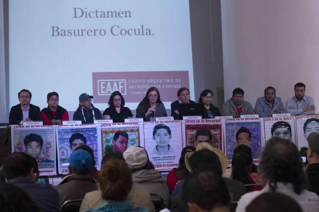 Los peritos argentinos rechazaron la versión dela PGR sobre lo ocurrido en el basurero de Cocula. // Foto: Cuartoscuro.