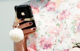 cute-fashion-flowers-girl-iphone-favim-com-2481161.jpg