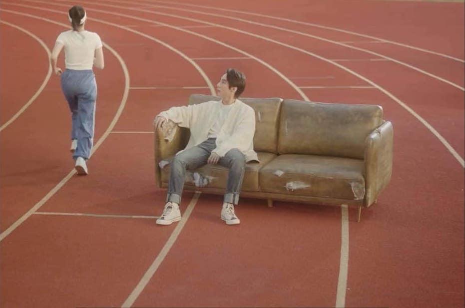 """Cận cảnh nhan sắc của cô gái """"ɓí ẩղ"""" trong MV """"Muộn rồi mà sao còn"""" của Sơn  Tùng M-TP."""