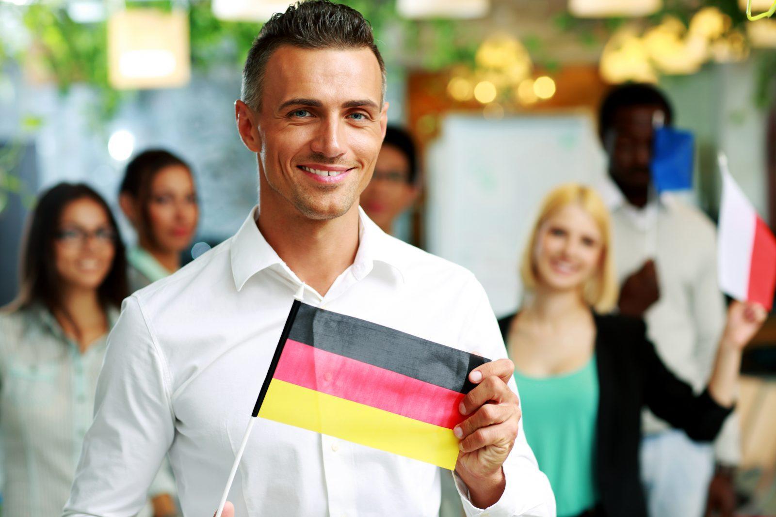 C:\Users\Сергей\Desktop\biznesmen-s-flagom-germanii-v-rukah-glavnaja.jpg