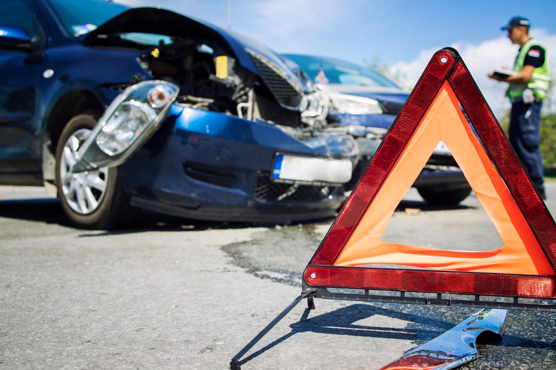 A falta de segurança no trânsito gera prejuízos materiais, mas também humanos e sociais (Imagem: Aleksandar Little Wolf/Freepik)