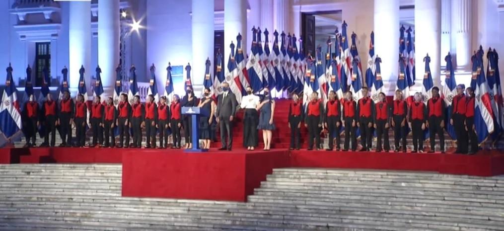 """Califican como """"un espectáculo"""" producción para discurso de Abinader desde  Palacio - N Digital"""