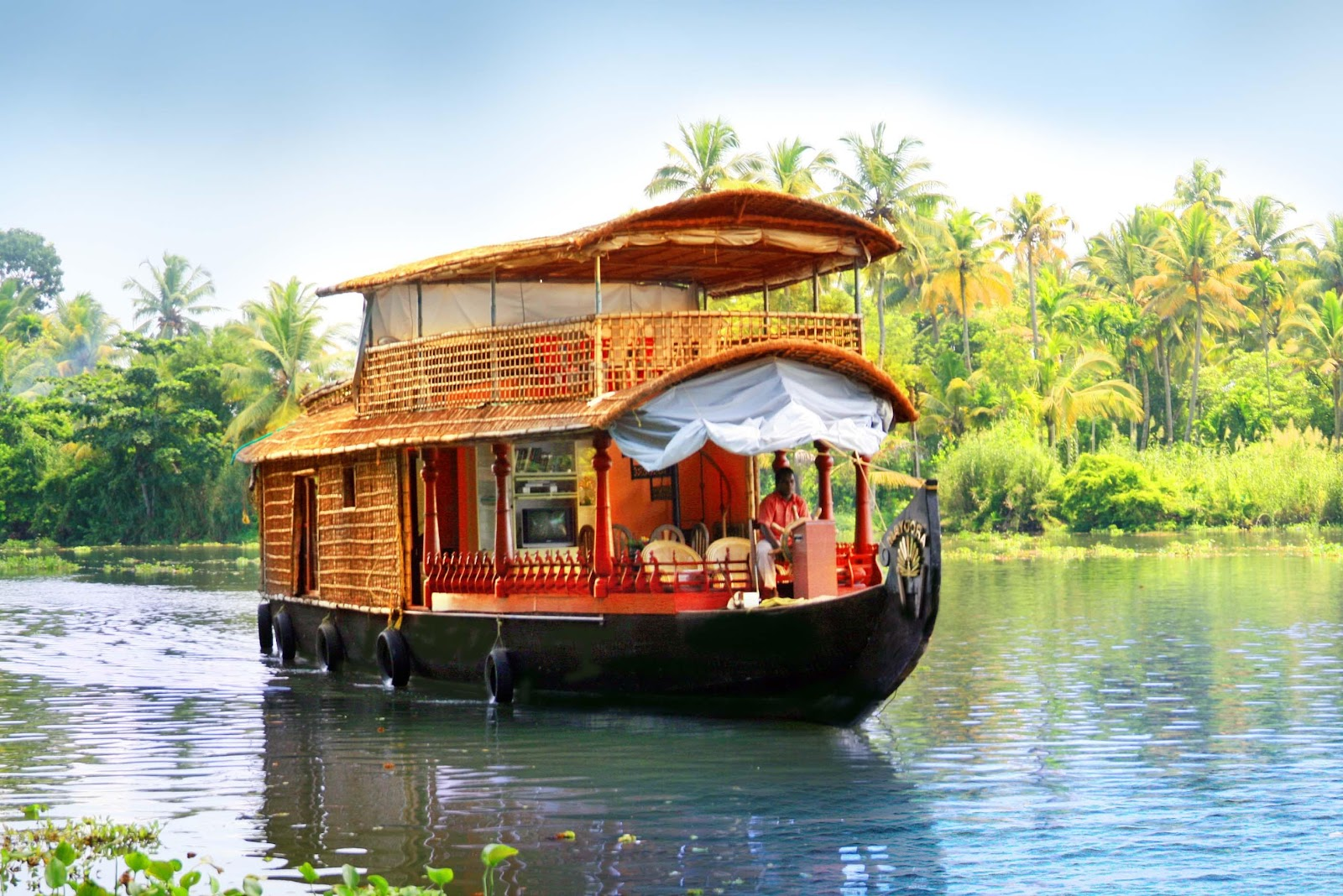 http://www.media4news.com/wp-content/uploads/2014/09/backwaters-in-Kerala.jpg