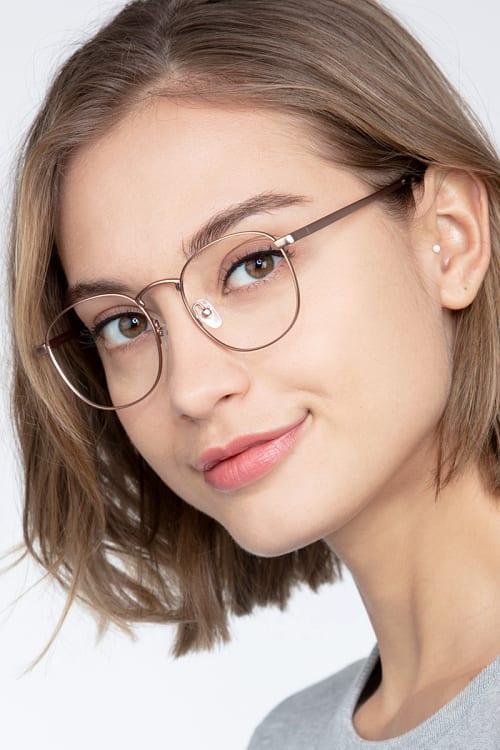 Cách chọn gọng kính cận kim loại nữ phù hợp với từng khuôn mặt