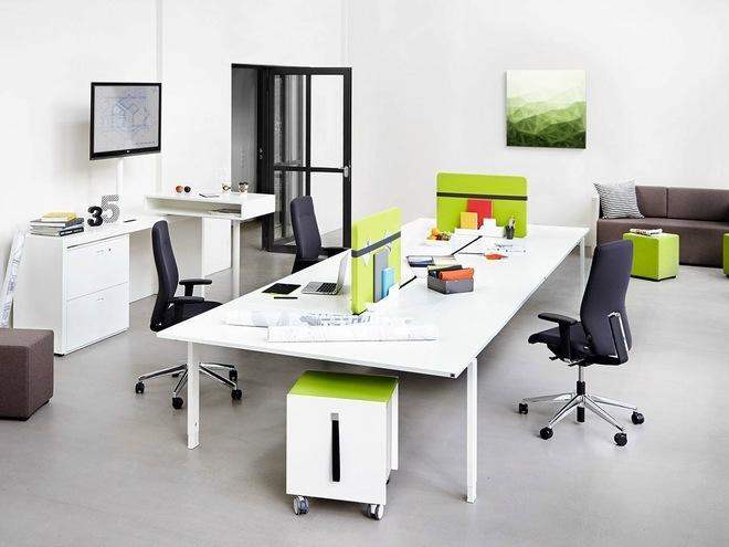 Kết hợp những dãy bàn làm việc để nhân viên dễ dàng trao đổi