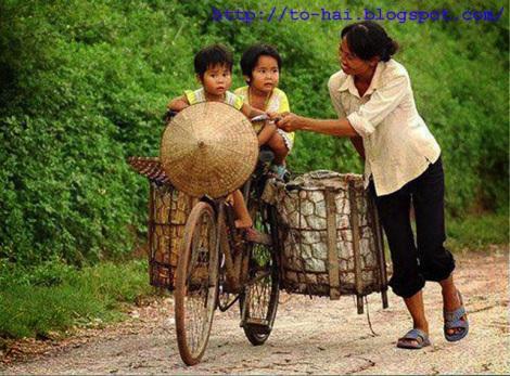 mẹ con đi xe đạp