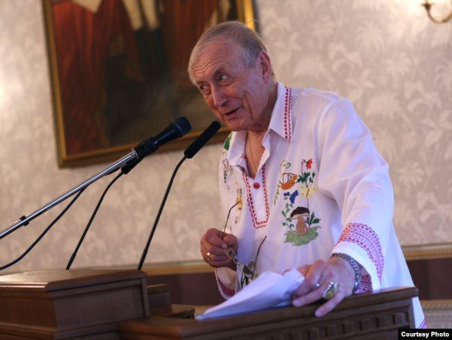 Евгений Евтушенко, как утверждает Владимир Попов, был завербован Филиппом Бобковым