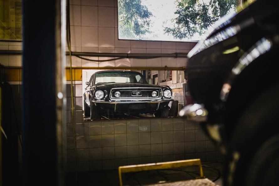 mustang-garage-mirror-black-car-large.jpg