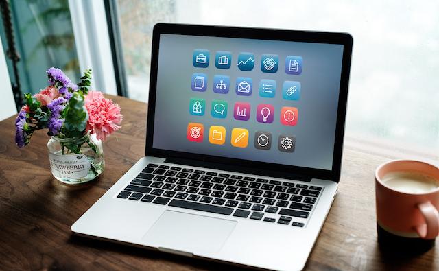 Bạn cần lưu ý những vấn đề gì khi cầm laptop?
