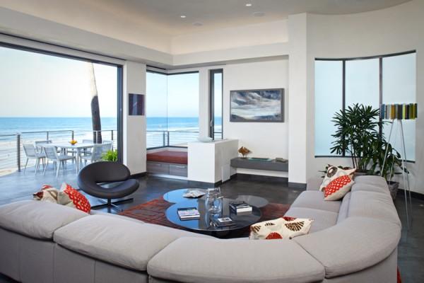 Ruang tamu dengan pemandangan pantai - source: home-designing.com