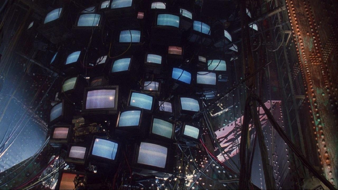 Фото: кадры из фильма «Джонни-Мнемоник», 1995