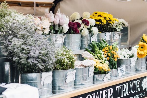 可在花市買花進行乾燥花製作