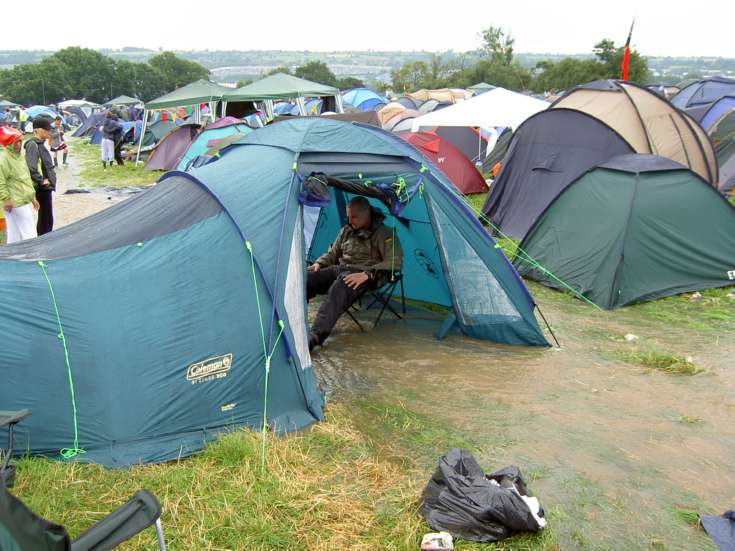 festival-camping-tips-tent