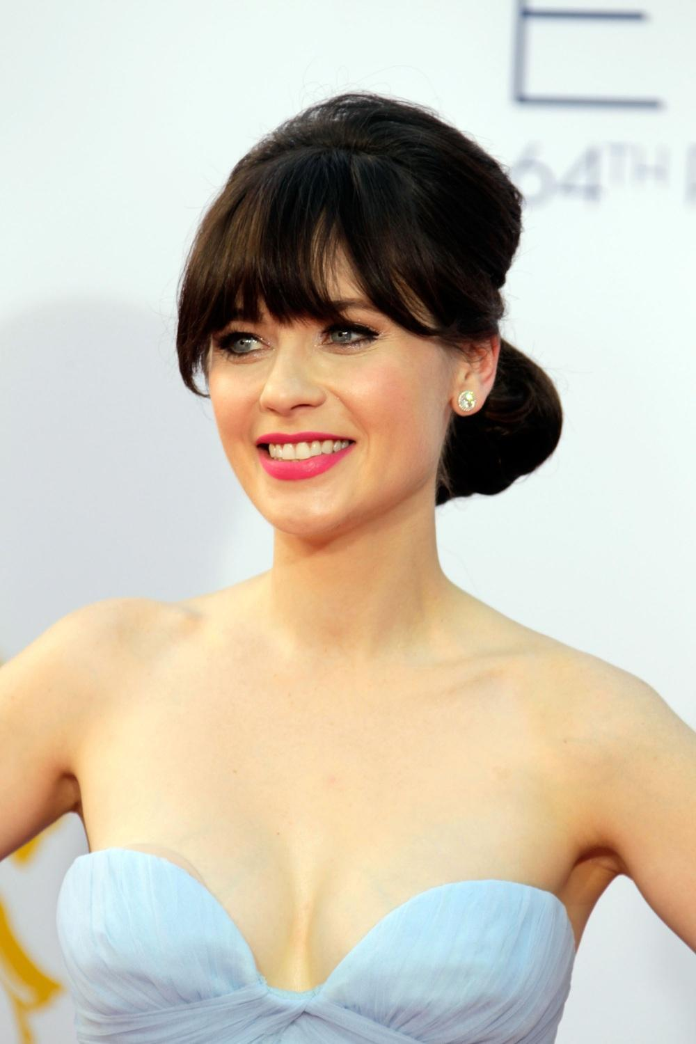 Description: ooey-Deschanel-à-Emmys-2100615918.jpg