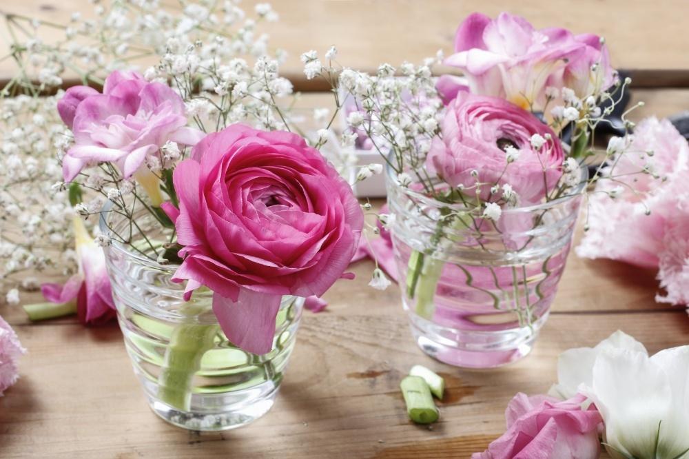 Kết quả hình ảnh cho Dùng nước cắm hoa đúng cách
