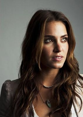 This image has an empty alt attribute; its file name is nikki-reed-507.jpg