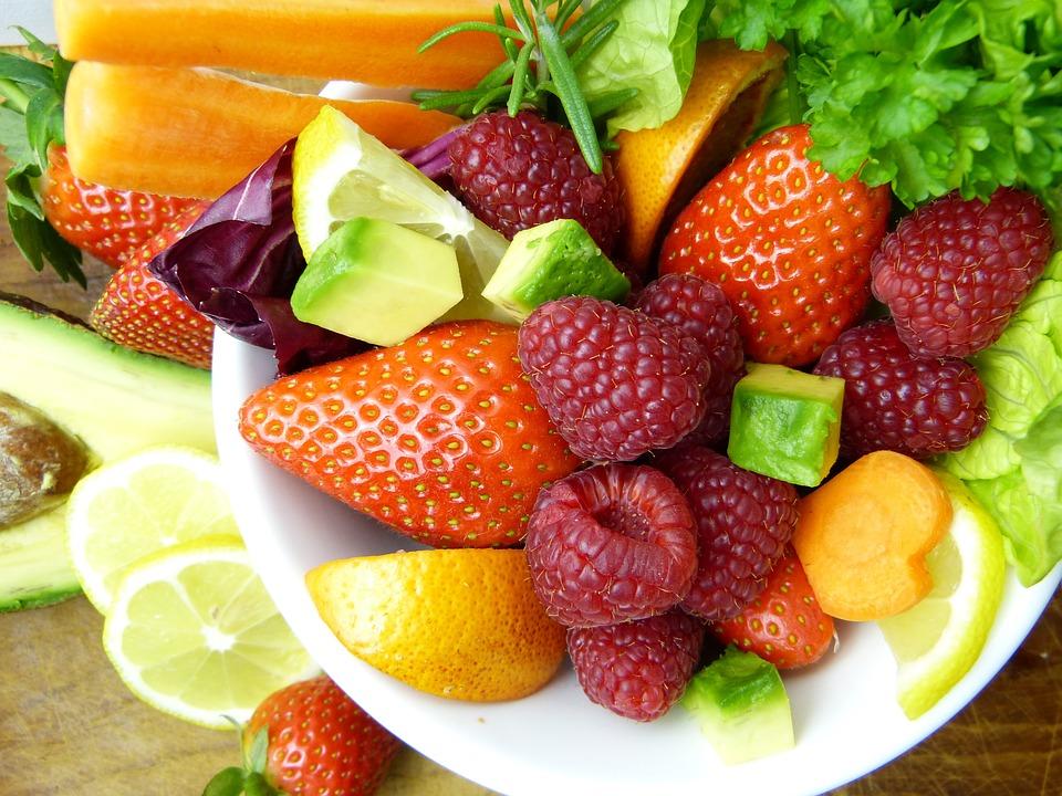 Frutas e vegetais são essenciais para ter cuidado com a saúde.