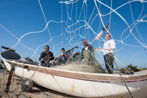 Mulheres do mar: pescadoras são a sustentação da pesca artesanal no litoral Norte de SC | Conselho Pastoral dos Pescadores