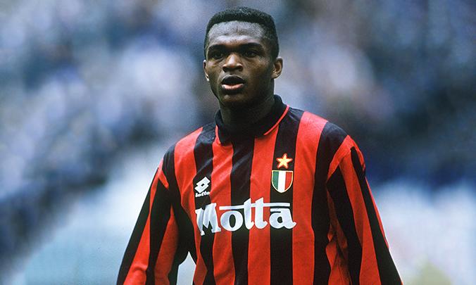 Marcel Desailly llegó a jugar de mediocentro en en el Milan pese a que era central.