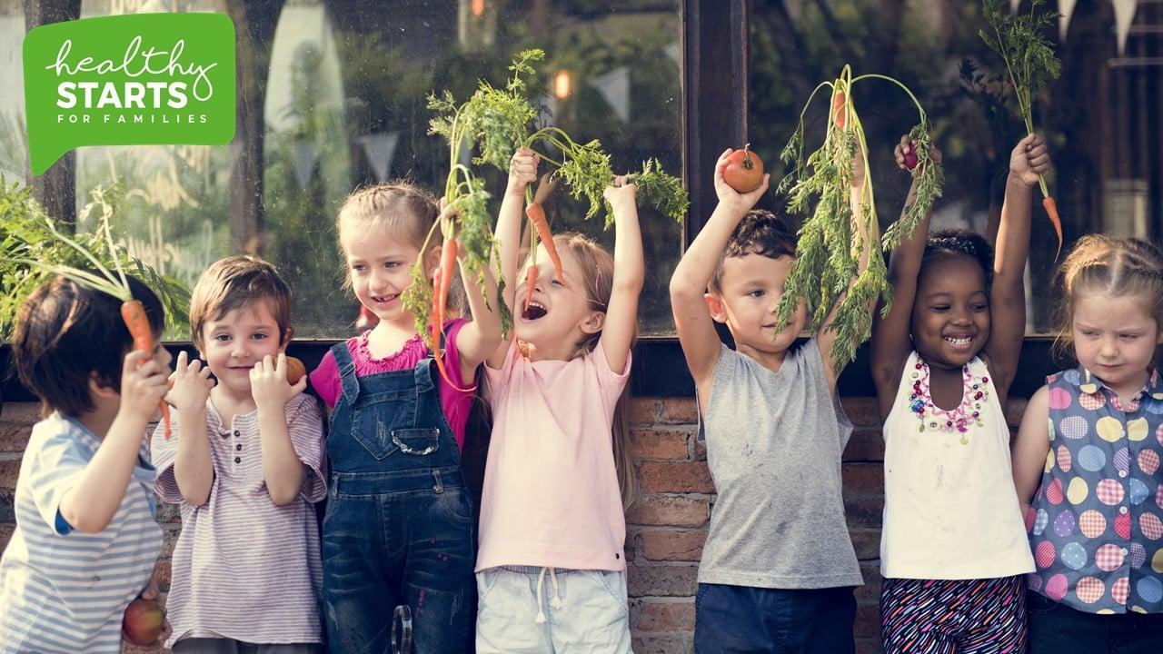 """Ar putea fi o imagine cu 5 persoane, copil, persoane în picioare, în aer liber şi text care spune """"healthy STARTS FOR FAMILIES"""""""