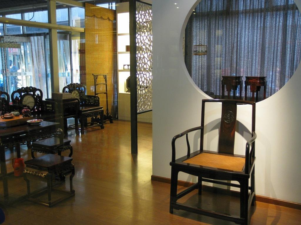 Современный стул в национальном стиле с плетёным сиденьем