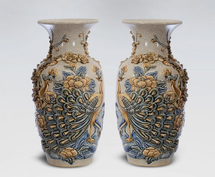 Bat Trang Fortune Vases for the Altar. Photo credit: gomsubaoloc.com
