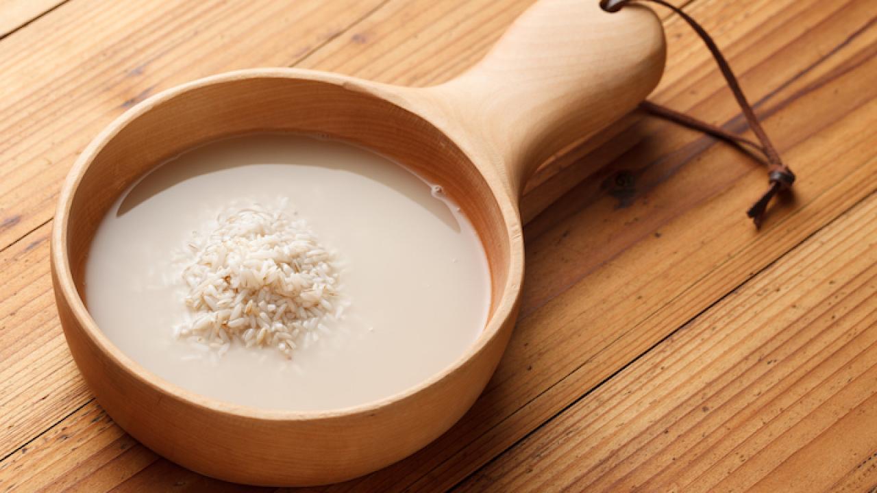Nước vo gạo có rất nhiều công dụng giúp làm đẹp - Trí Thức VN