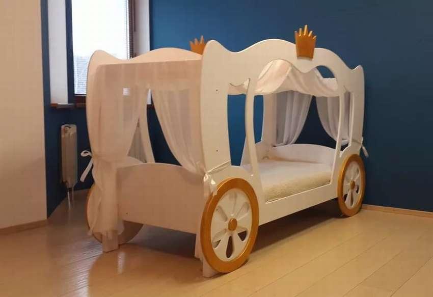 Детская кровать в виде кареты