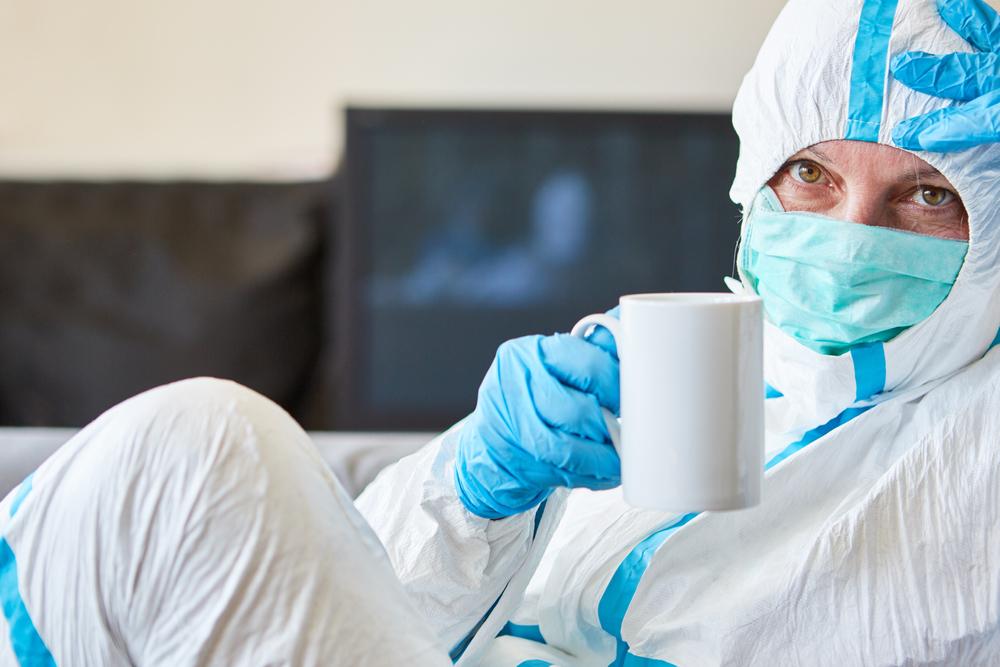 Mais da metade dos profissionais consultados pela pesquisa não aumentaram o consumo de café e bebidas energéticas durante a crise de covid-19. (Fonte: Shutterstock)