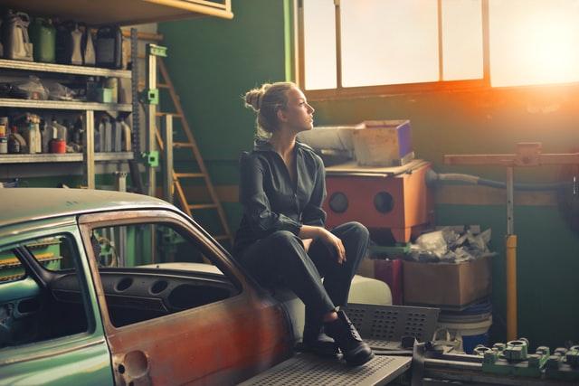 7 Garage Window Treatment Ideas