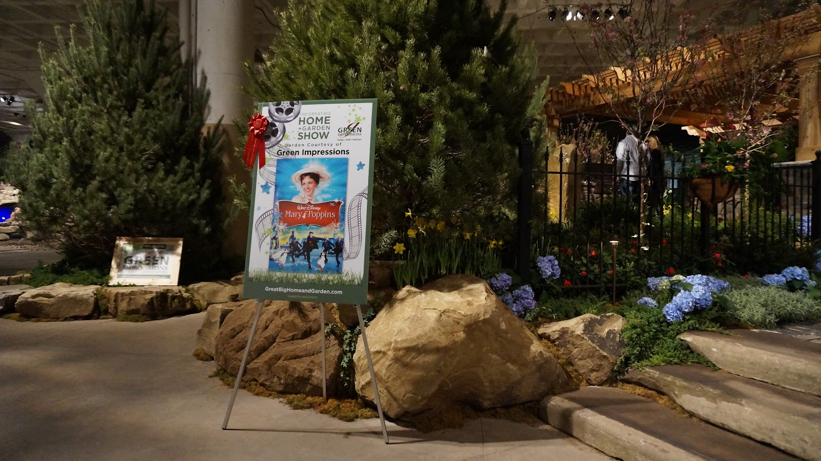 Mary-Poppins-themed-garden-showcase