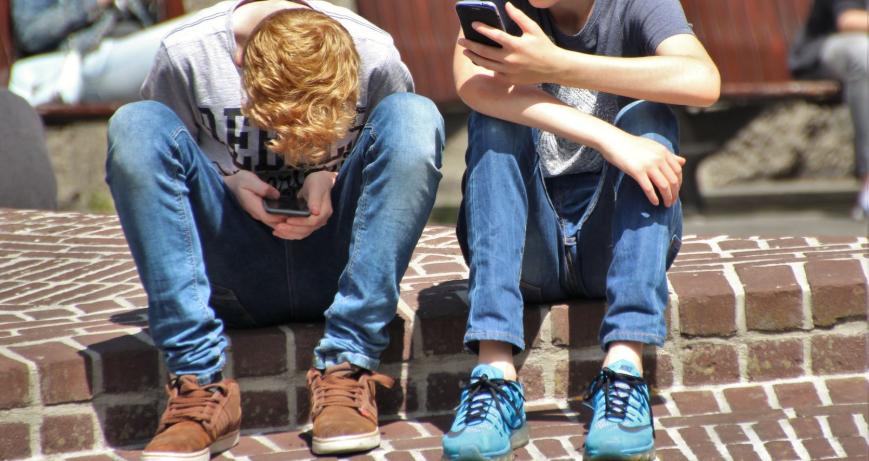 子供のインターネットの安全性に関する保護者向けガイド|