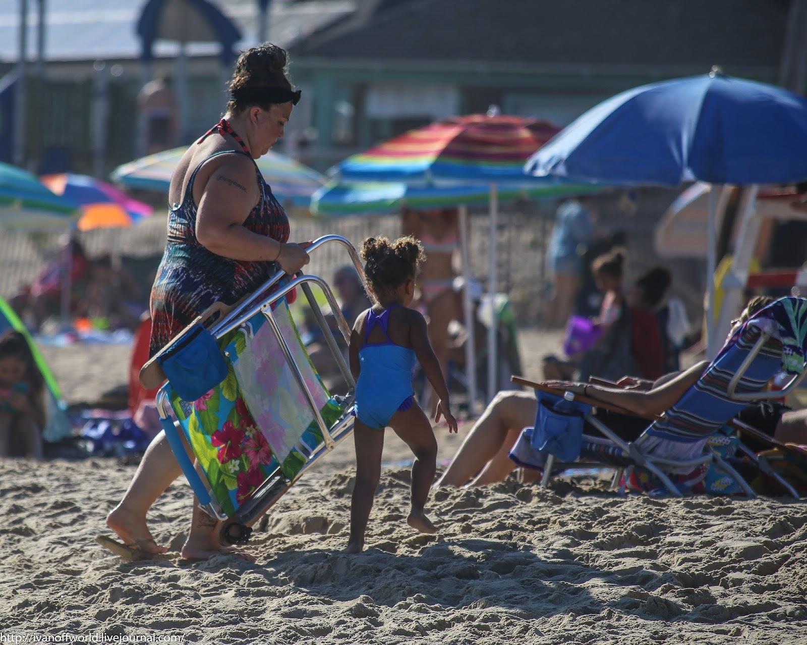 Женщина в плавках на пляже фото 356-529