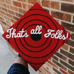 """A graduation cap that reads """"That's all Folks!"""""""