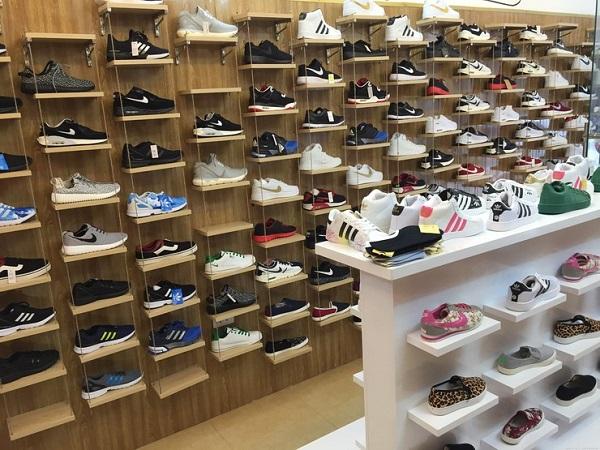 mua giày chính hãng