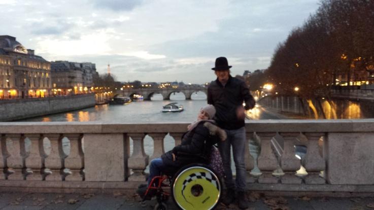 C:\Users\Sara\Desktop\FOTO ATTIVITA', SCUOLA E GITE 2012-2013\29- Parigi\Parigi (44).jpg