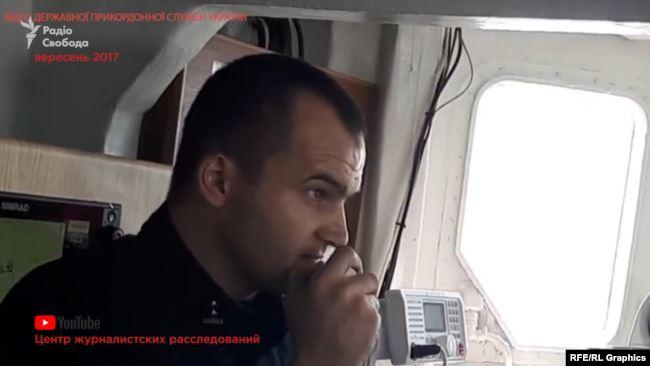 Заступник начальника штабу Одеського загону морської охорони Грабовський запитує у росіян по радіозв'язку, чому вони перебувають поблизу українського газового родовища