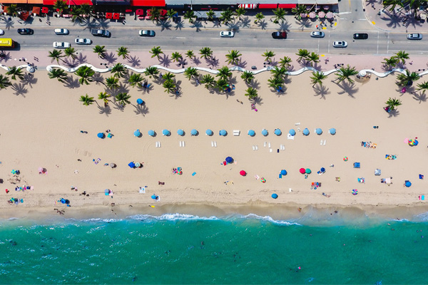 Fort Lauderdale's kilometres of powdery beaches draw visitors from all over.
