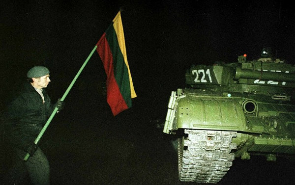 Советские танки появились на улицах Вильнюса, ночь 13 января 1991 года