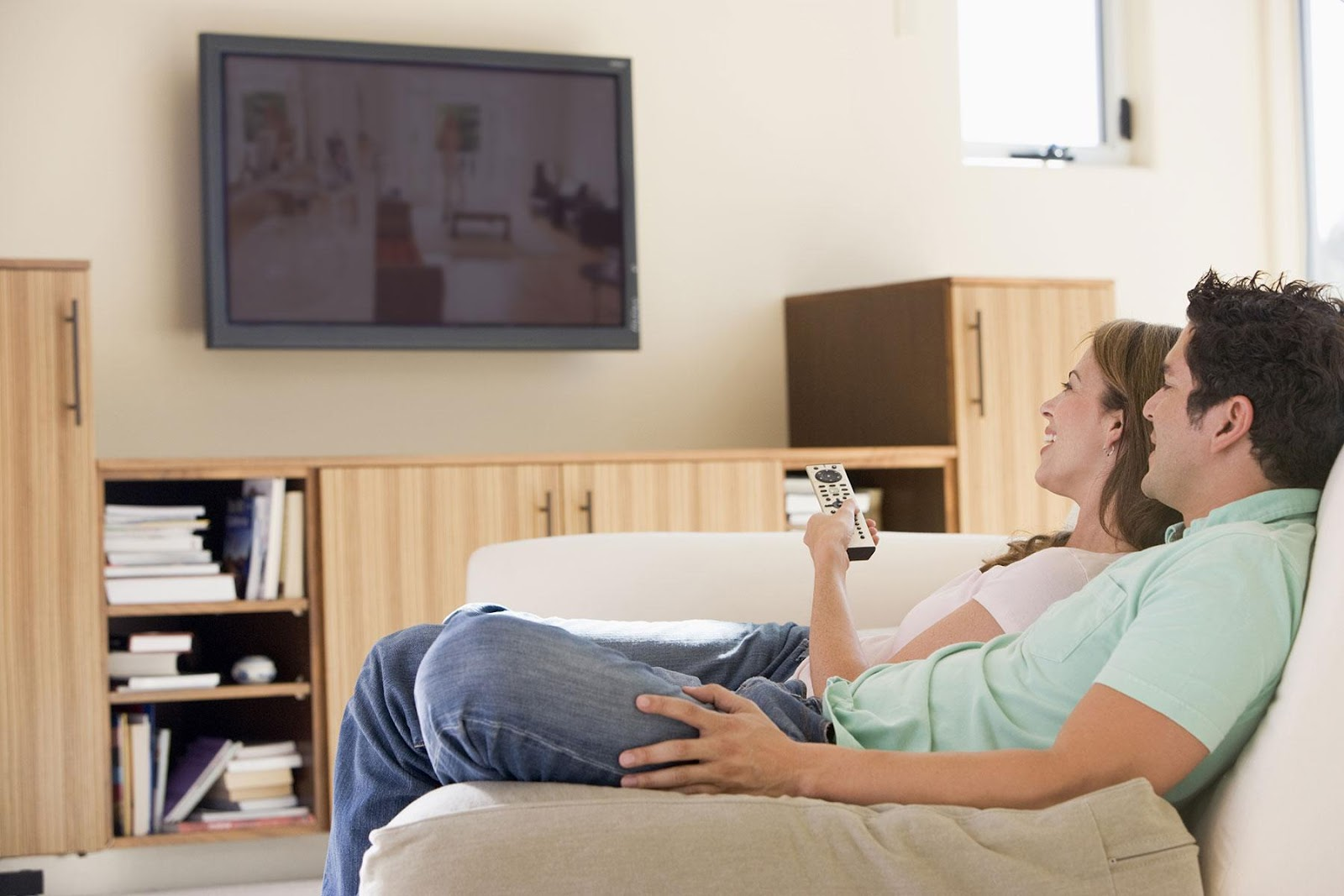 Assistive Listening Devices for Watching TV | The MED-EL Blog