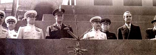 Generál Eisenhower na přehlídce v Moskvě.jpg