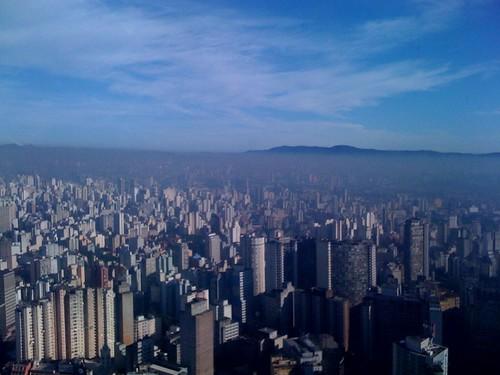 Nevoa, poluição e horizonte em São Paulo (Petria Chaves/CC Search)