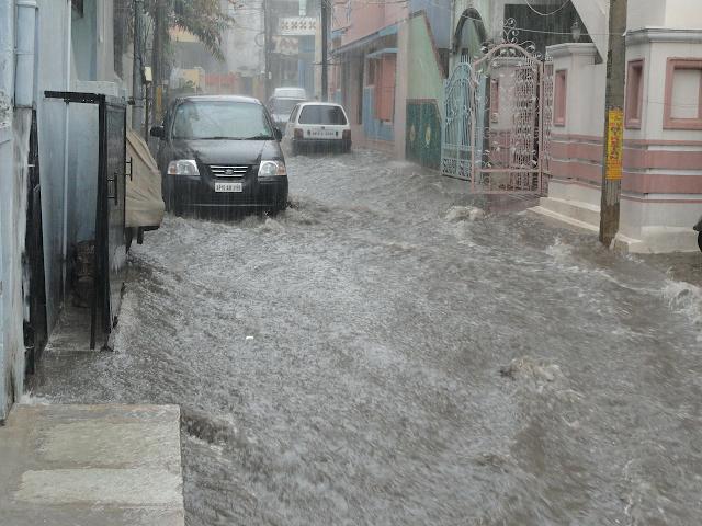 Asuransi Mobil Terbaik untuk Banjir, Pahami Baik-baik